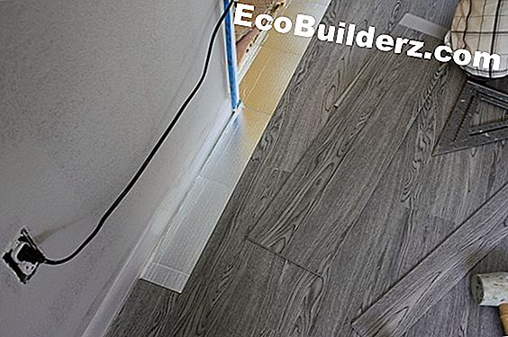 Konecto Vinyl Floor Planks vs. Tablones de pegamento
