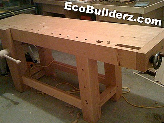 Hoe een Wood Bench Refinish